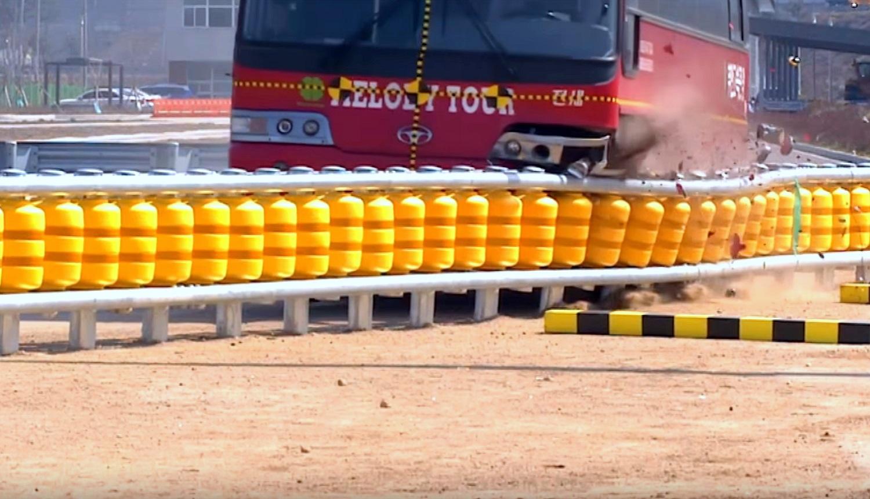 Ноу-хау дорожной безопасности: отбойник, который поглощает удар