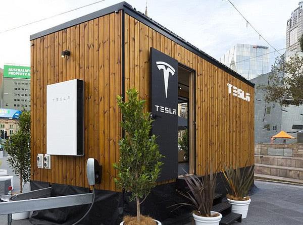 Tesla учит энергоэффективности на примере «крошечного домика»