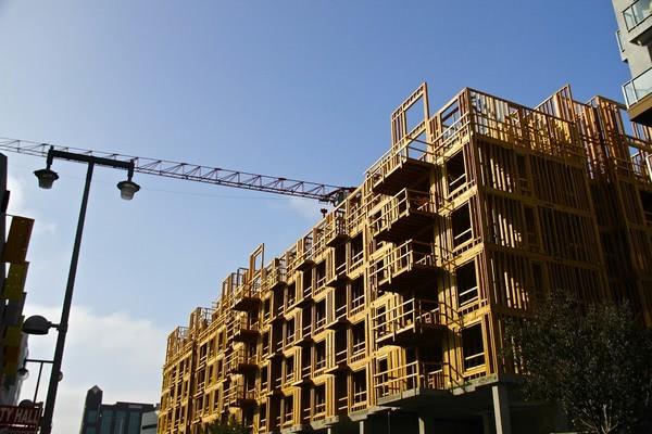 Названы области, лидирующие по темпам выполнения строительных работ