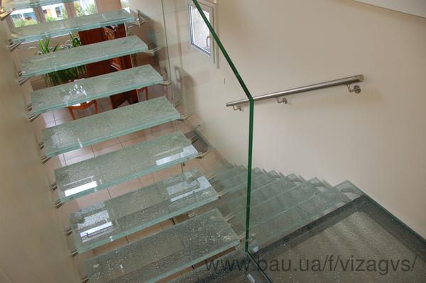 Расширен ассортимент отделки стеклянных лестниц