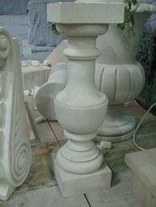 Балясины из камня, балясины из натурального камня, изготовление балясин из камня Киев, балясины из камня цена